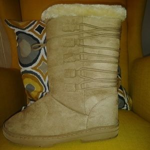 Rue21 boots winter boots size L